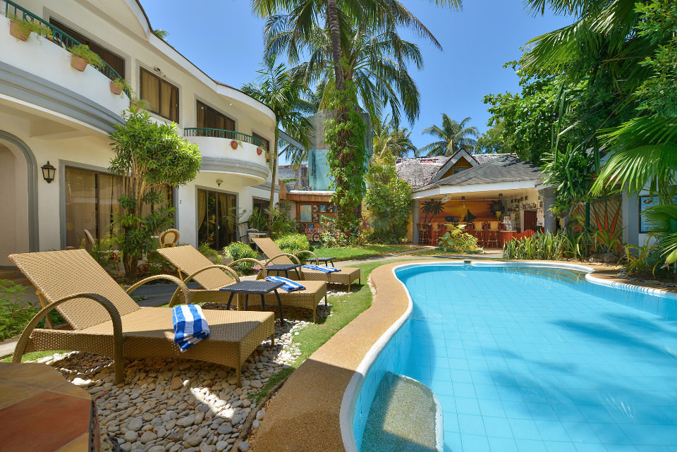 villa-sunset-sunlounger-pool.jpg